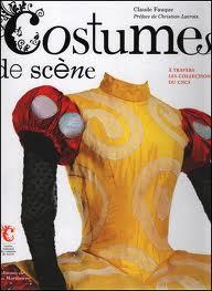 Costumes de scènes dans analyse de livre costume