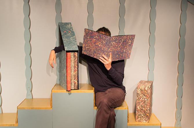 ©L'Ombre du Scarabée, présenté par Patrick Corillon au Centre Wallonie-Bruxelles. Crédit : Le Corridor