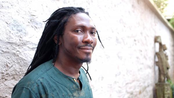 Le lauréat du Prix Théâtre RFI 2017, Edouard Elvis Bvouma, auteur de « La Poupée barbue » et metteur en scène de théâtre. Siegfried Forster / RFI