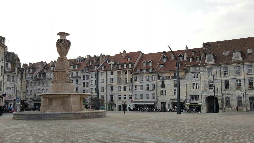 Place de la Révolution Photo X