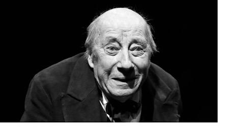 Michel Robin au théâtre dans Les Méfaits du tabac, d'après Anton Tchekhov, en 2014 JACQUES DEMARTHON/AFP